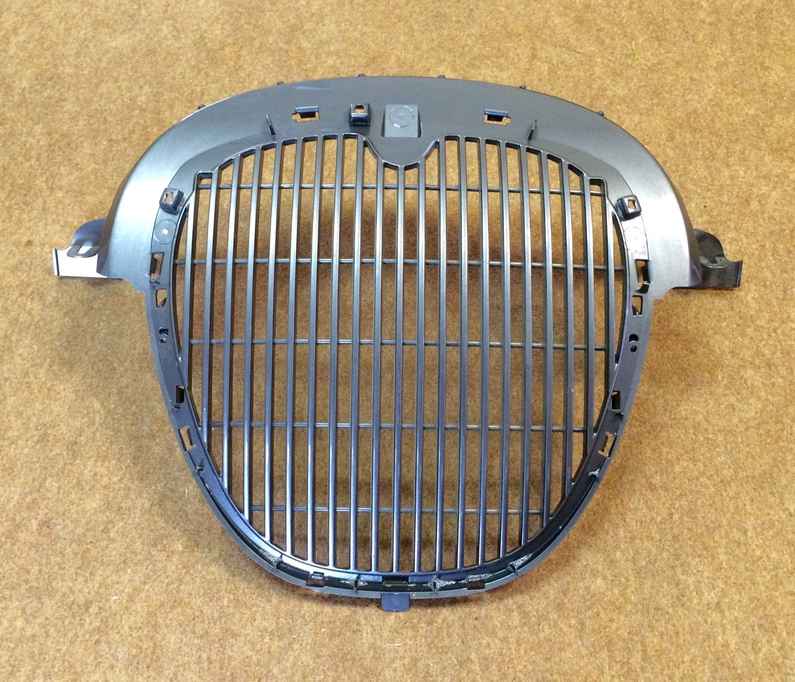 JAGUAR S-TYPE FRONT GRILLE (GREY) NO CHROME- XR847246.